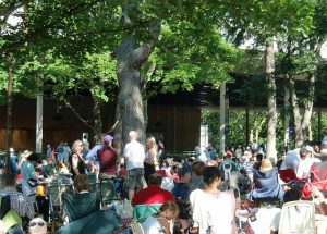 Ravinia Festival goers enjoy picnicking before the concert