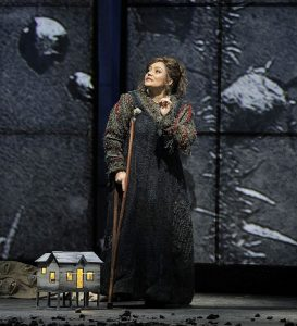 Ailyn Pérezas Marguarite in Faust.