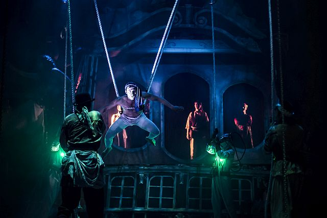 Set design, lighting and acrobatic agility help bring Verne's tale to life at Lookingglass Theatre.