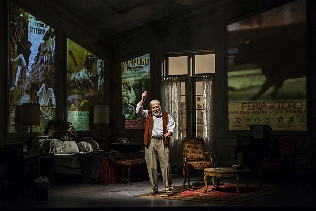 Stacy Keach is Ernest Hemingway in the world premiere of Pamplona at Goodman Theatre. (Liz Lauren Photo)