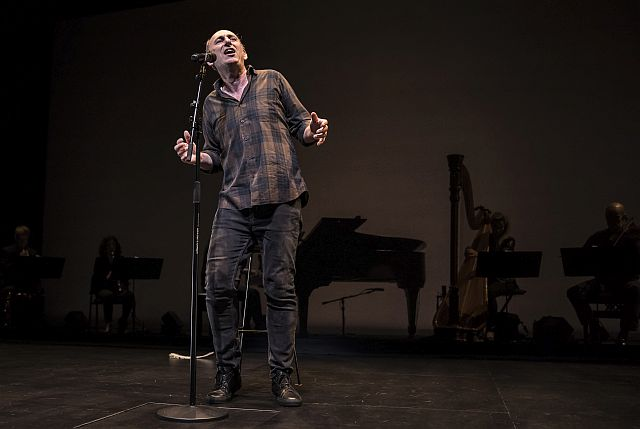 David Cale in his show at Goodman Theatre. (Photo by Liz Loren)