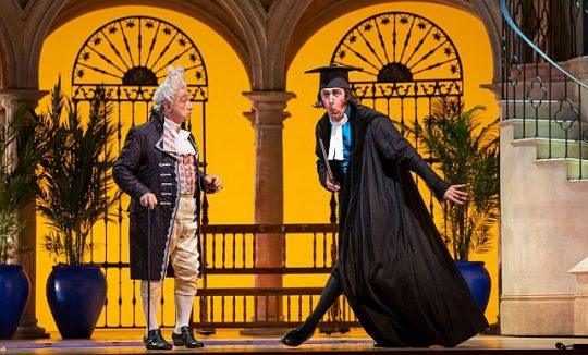 Alessandro Corbelli and _Krzysztof Bączyk_in the Barber of Seville at the Lyric Opera. (Todd Rosenberg photo)